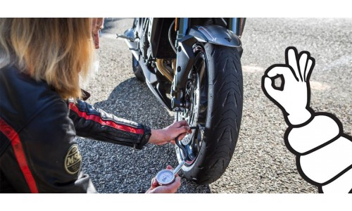 Γιατί πρέπει να ελέγχω την πίεση των ελαστικών στην μοτοσυκλέτα μου.?